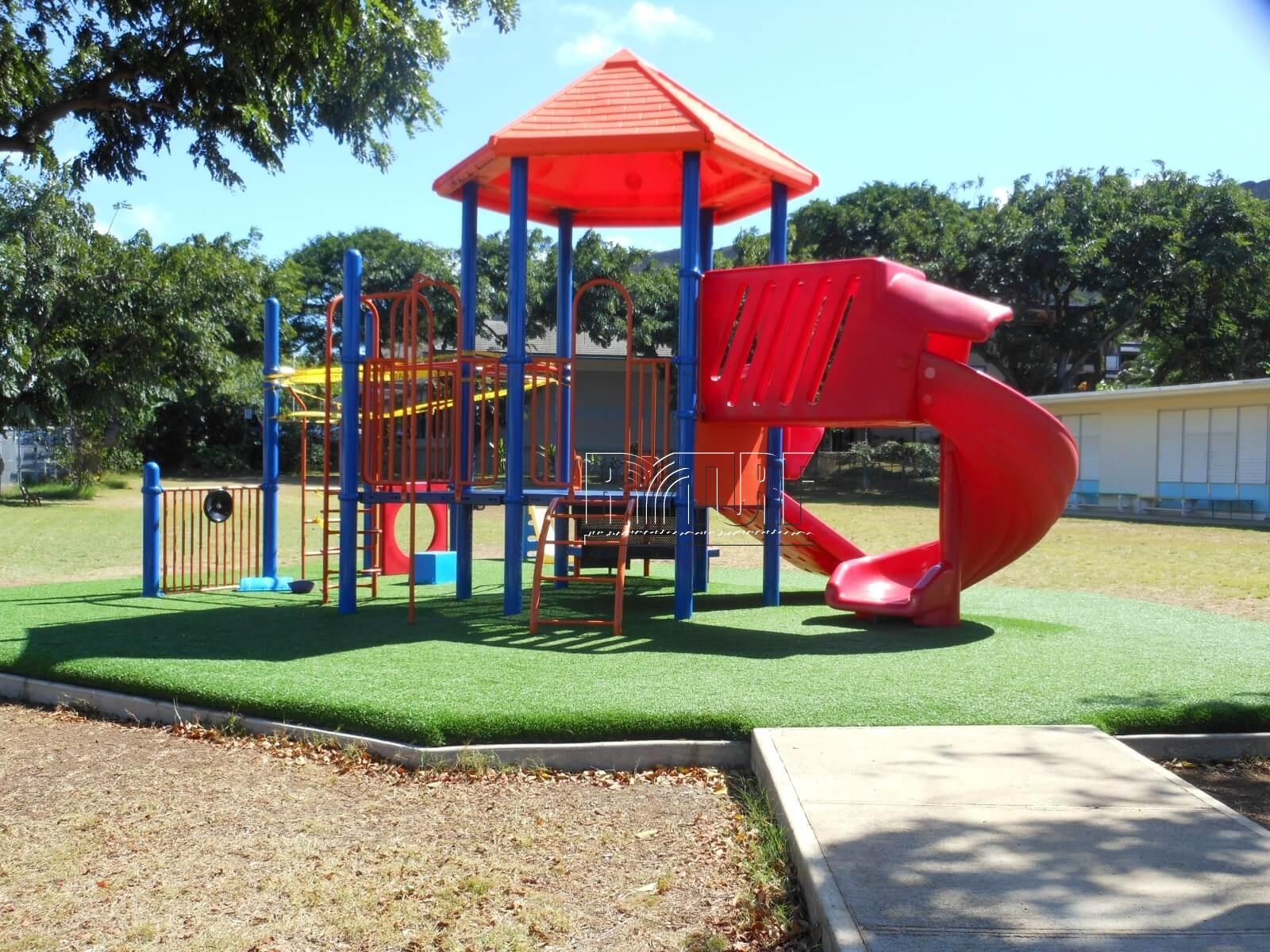 亮盟人工草兒童遊戲區