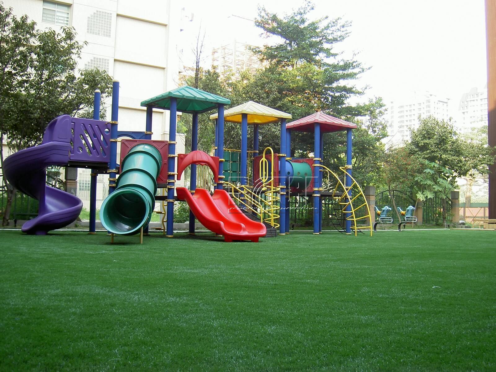 台中市大都會幼兒園人工草遊戲區