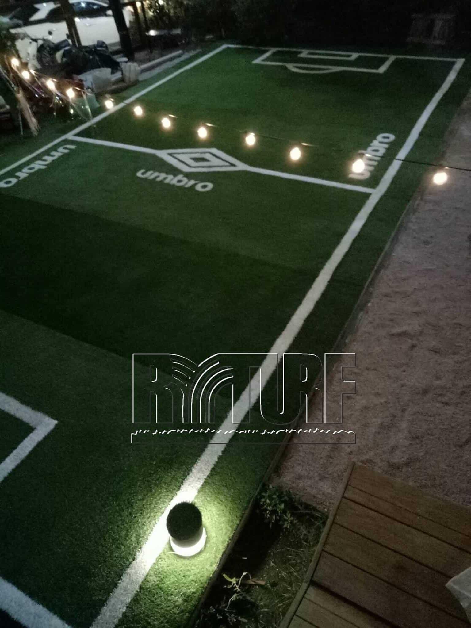 台北市大安區知名咖啡酒吧庭院平台小型足球場