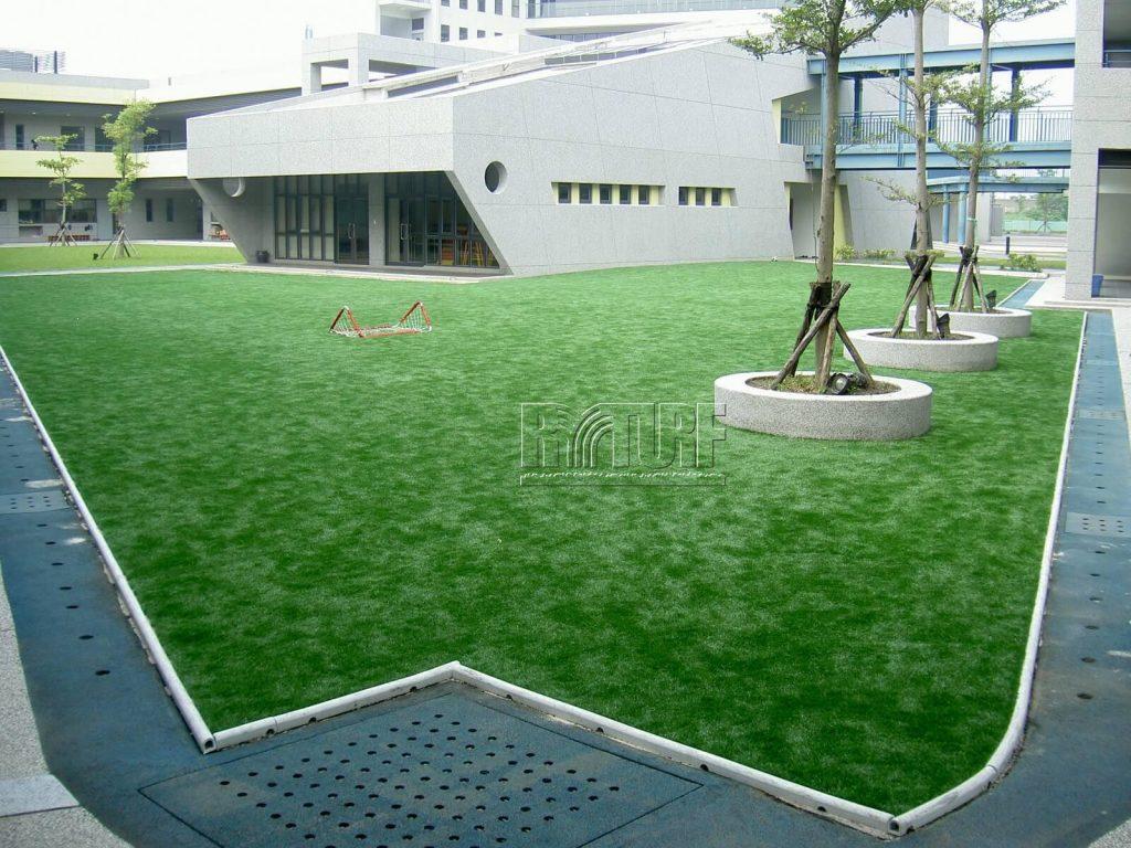 台北歐洲學校文林校區人工草遊戲區