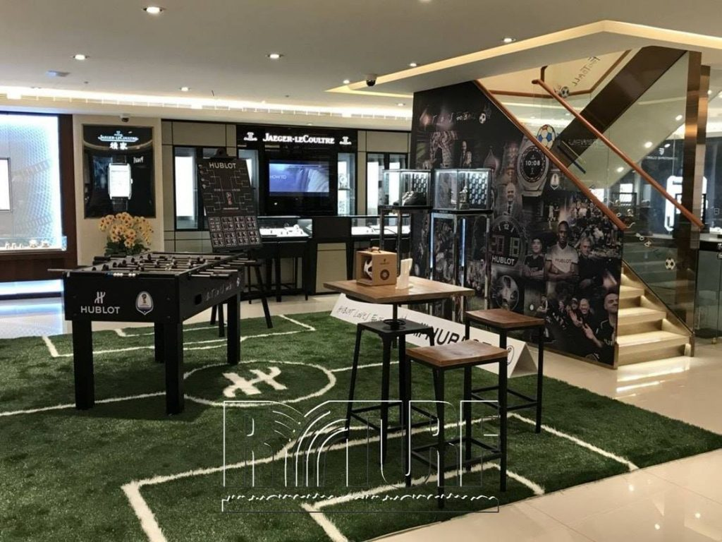 台北知名鐘錶行室內足球場造景