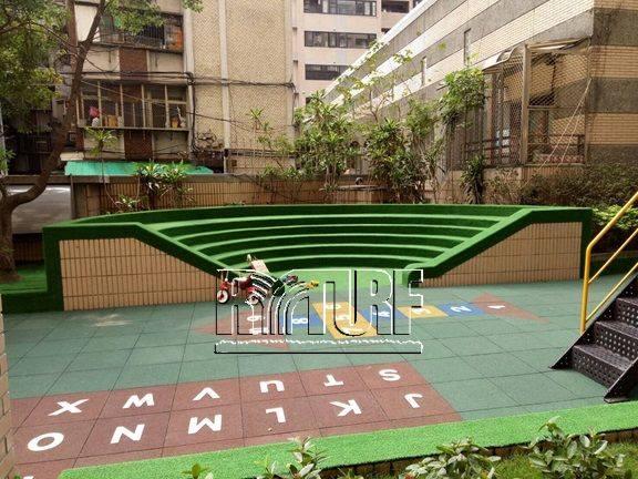 新北市板橋區潤泰台北新大陸社區人工草遊戲區及景觀